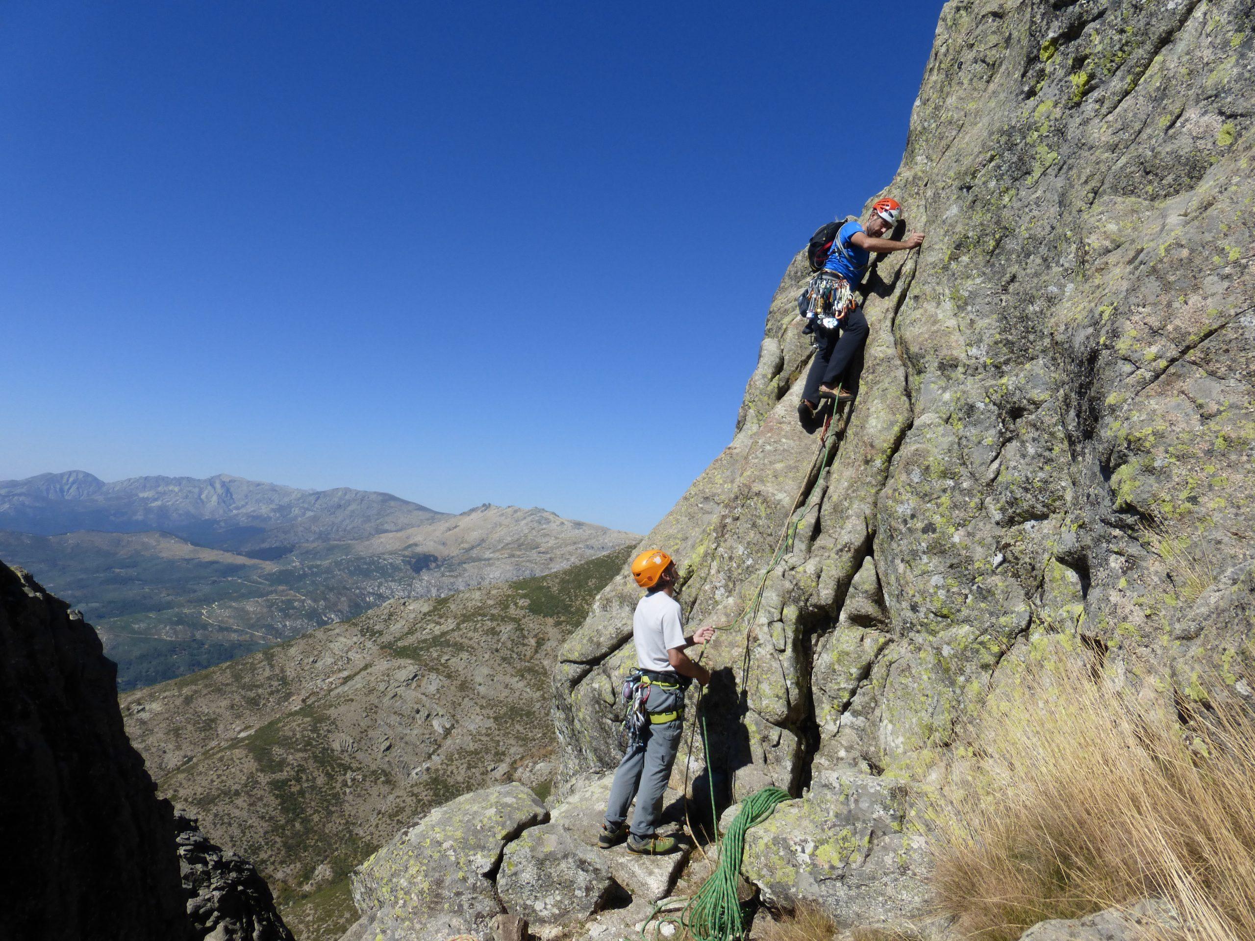 Curso de escalada en roca. Nivel 2 (Vías de varios largas equipadas)
