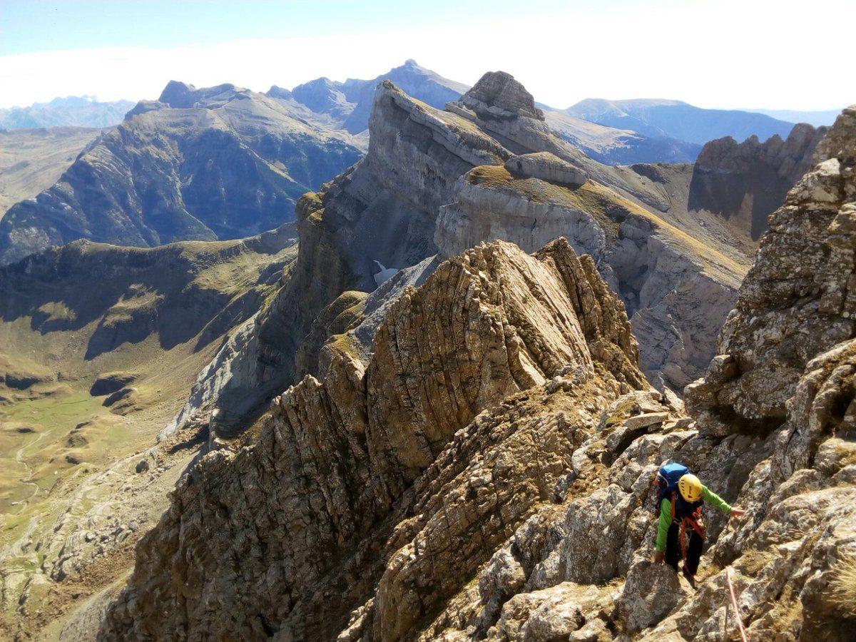 Crestas del Pirineo. Arista de los Murciélagos (Aspe) y Agullas de la Balellaza (Bisaurín)