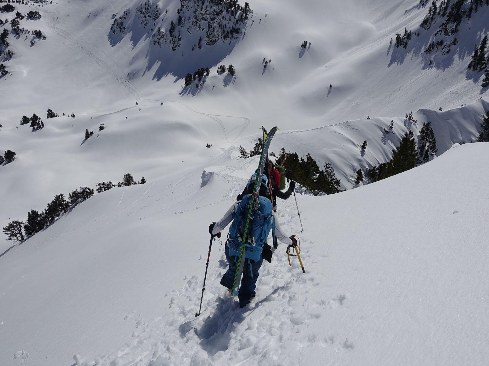 Carros de fuego. Alta Ruta de esquí de montaña. Pirineos.