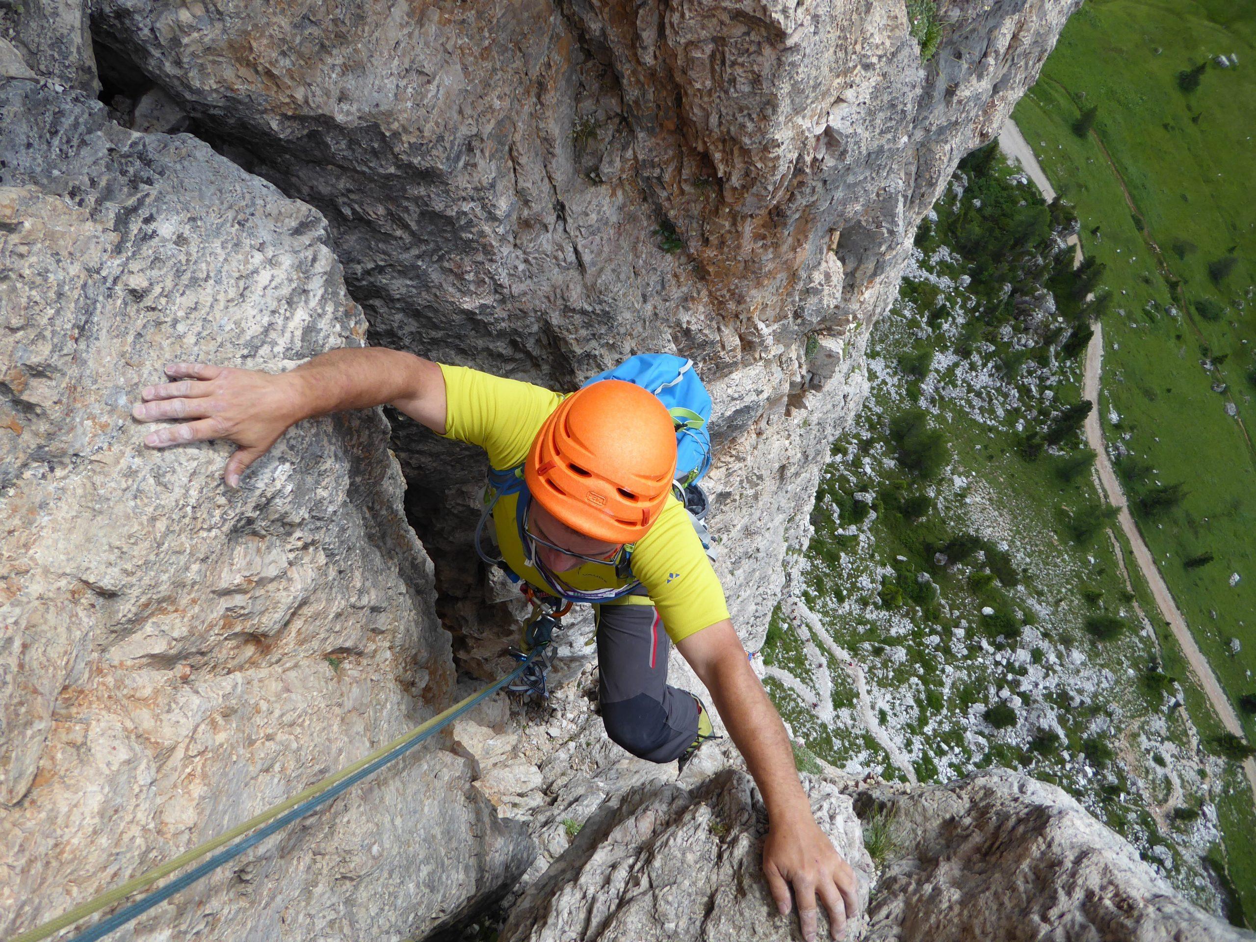 Curso de escalada en roca. Nivel 4 (Fisuras, diedros y chimeneas)