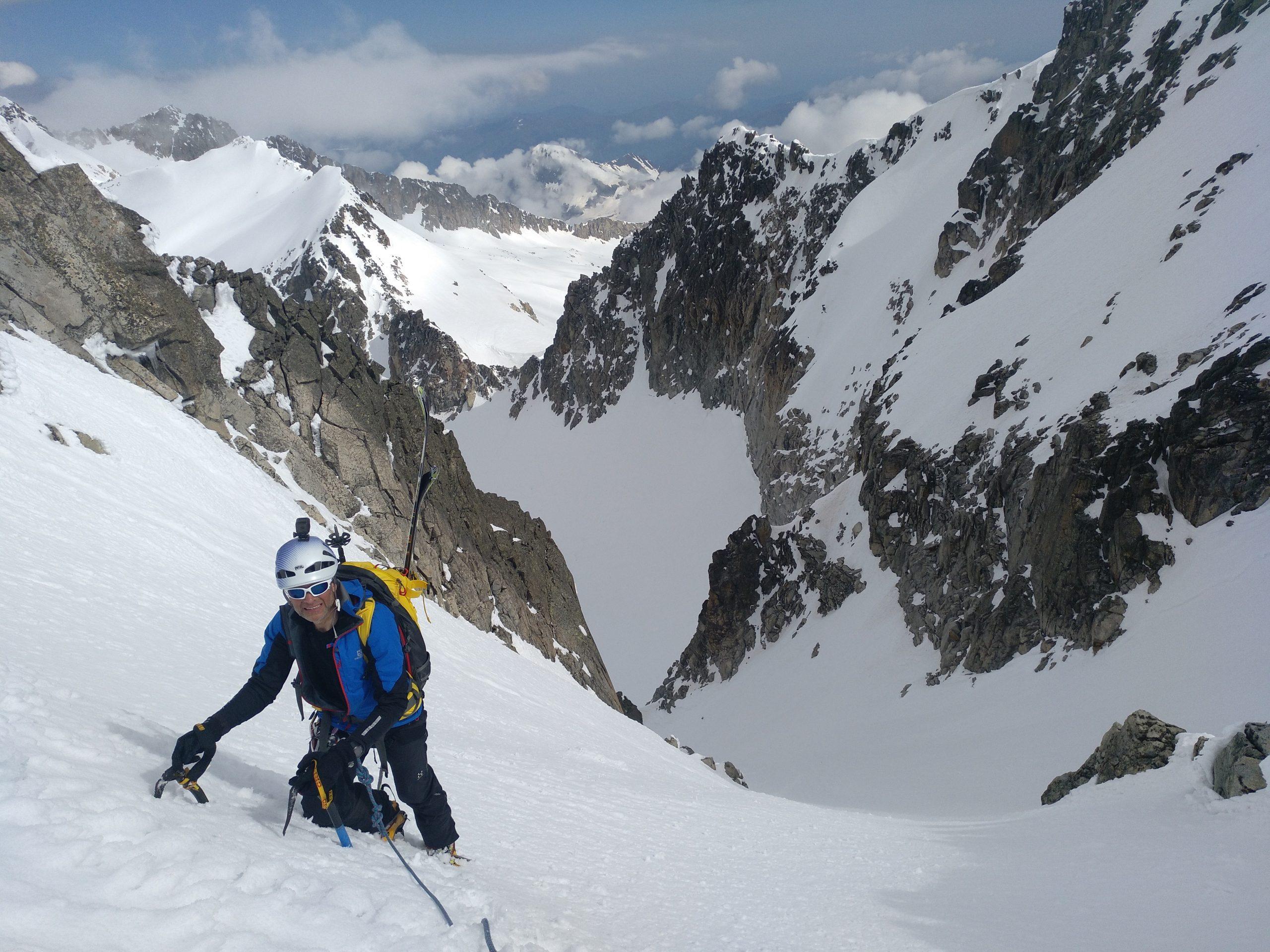 Esquí-Alpinismo. Alta Ruta del Aneto. Corredor Estasen