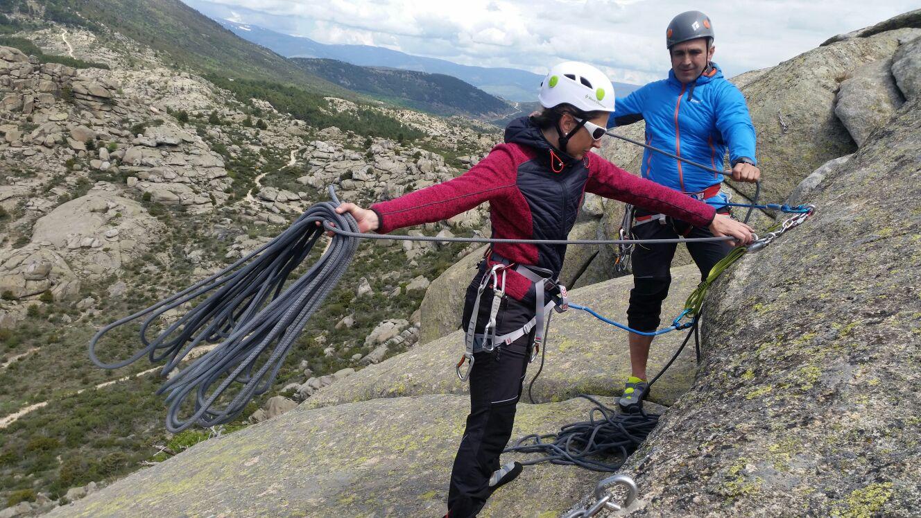 Curso maniobras con cuerdas para montañeros. Cataluña.