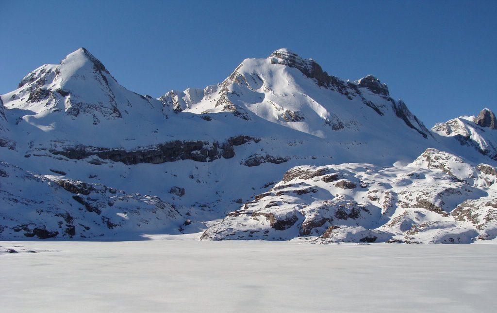 Raquetas de nieve en el Valle del Aragón. Pirineo Aragonés