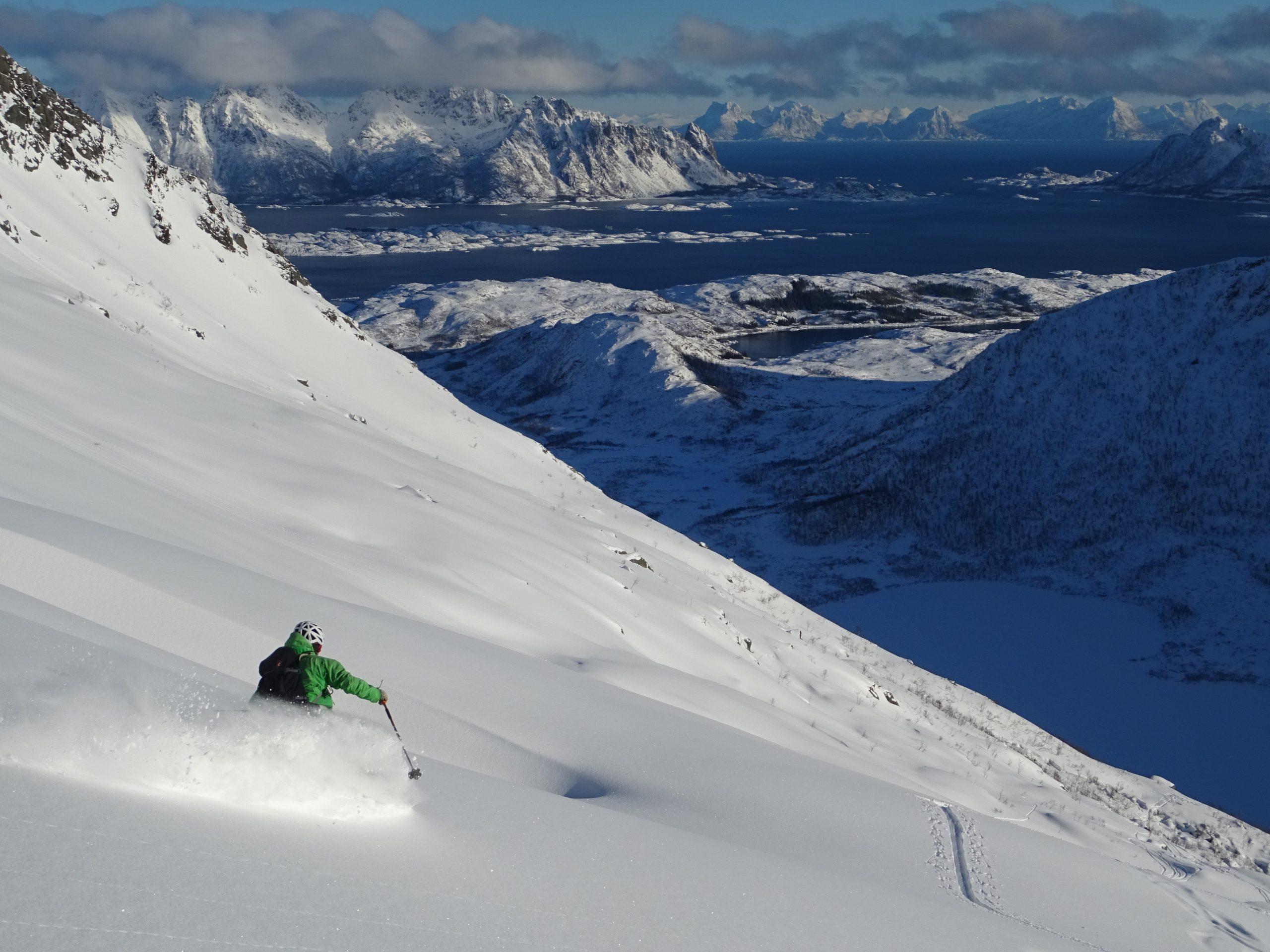 Fiordos de Sunnmøre, Noruega. Esquí de  Montaña.