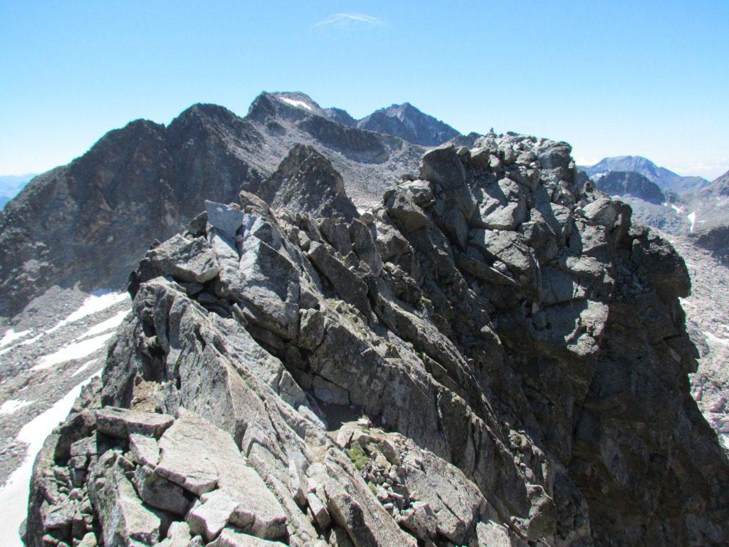 Cresta de los Quince Gendarmes al Pico del Alba. Una súper clásica