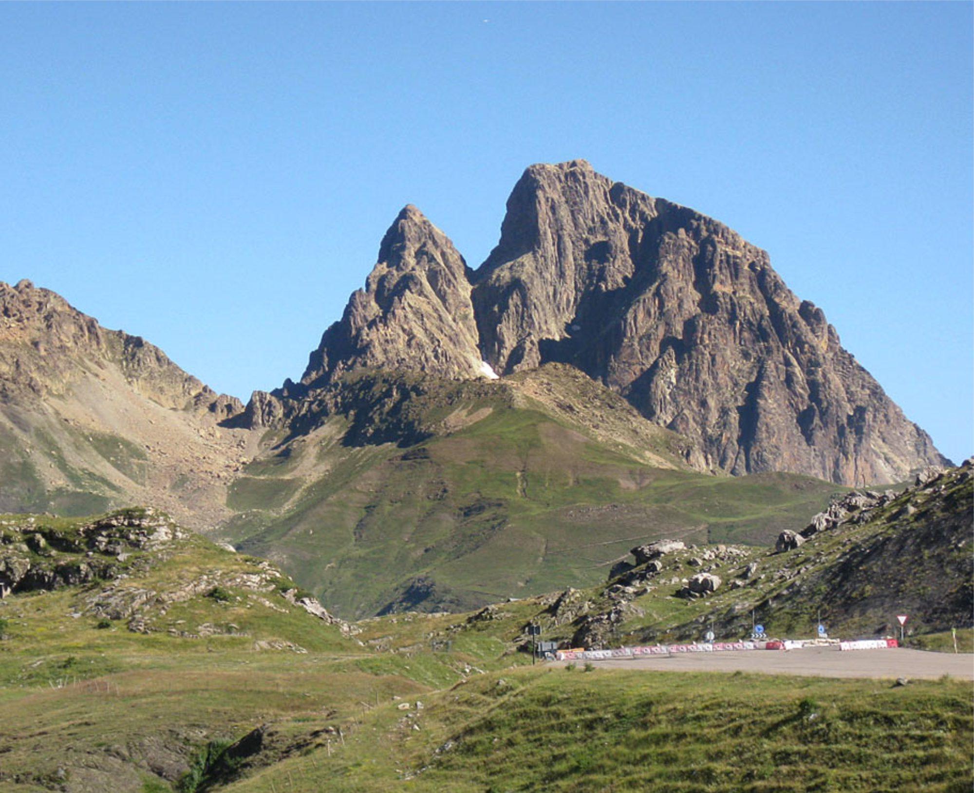 Travesía de las Cuatro Puntas al Midi d´Ossau (2884m.)