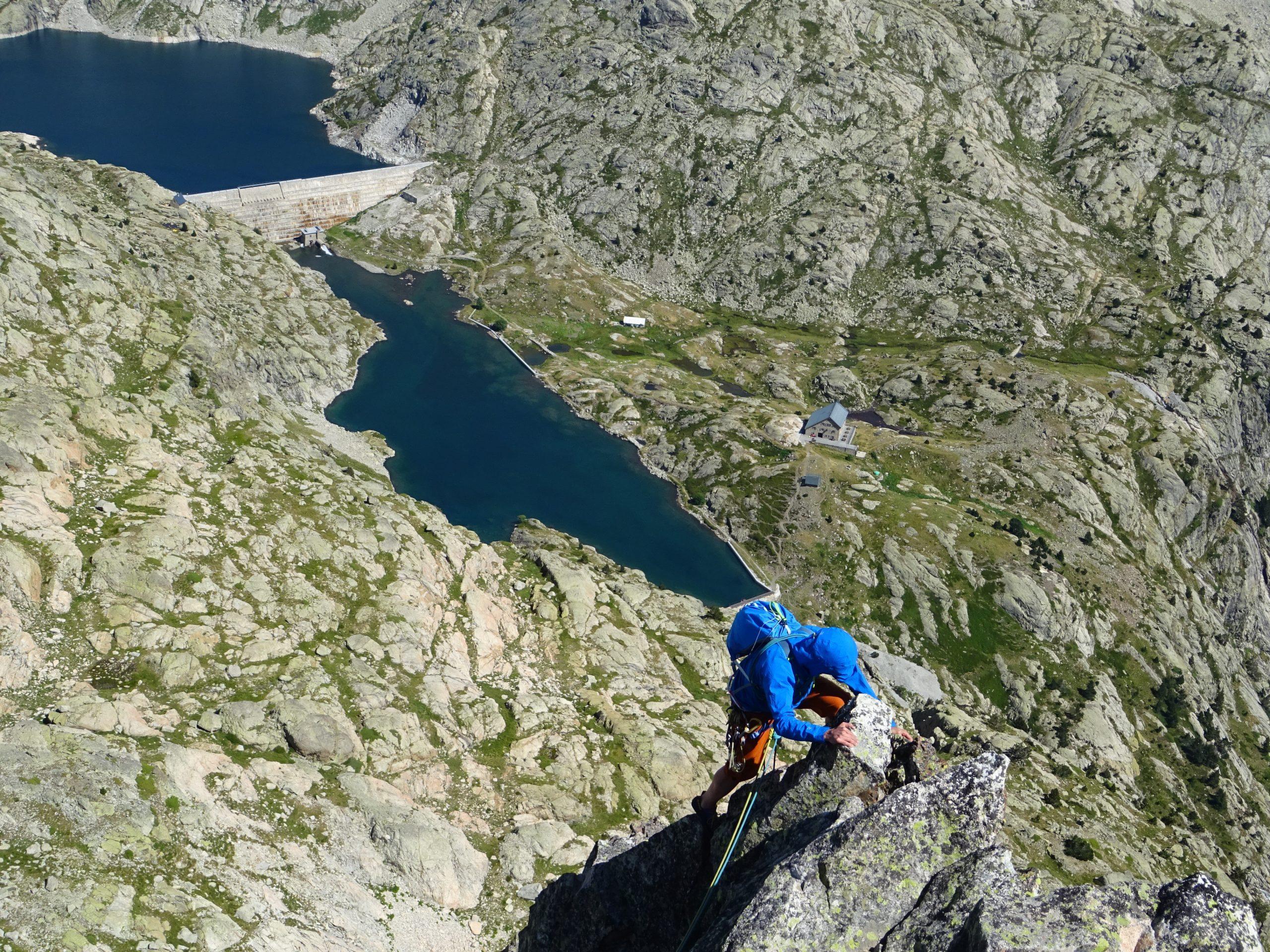 Escalada en el Valle del Tena. Muro de la Cascada y  Aguja de Bachimaña