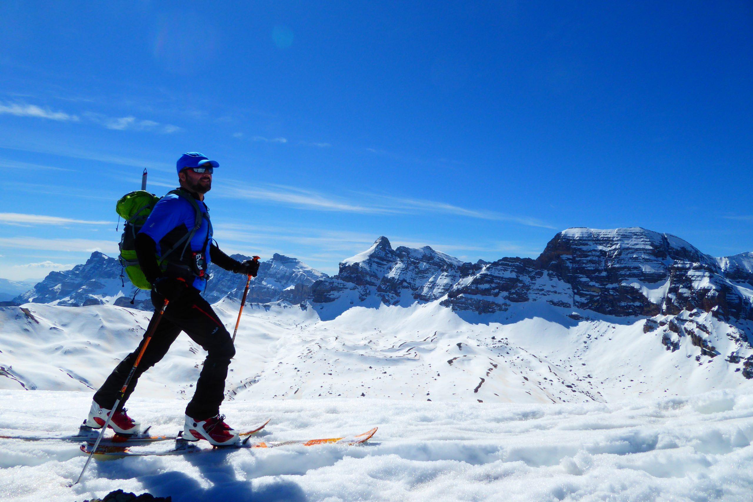 Esquí de montaña en el Valle de Aragón y d´Ayous. Pirineos.