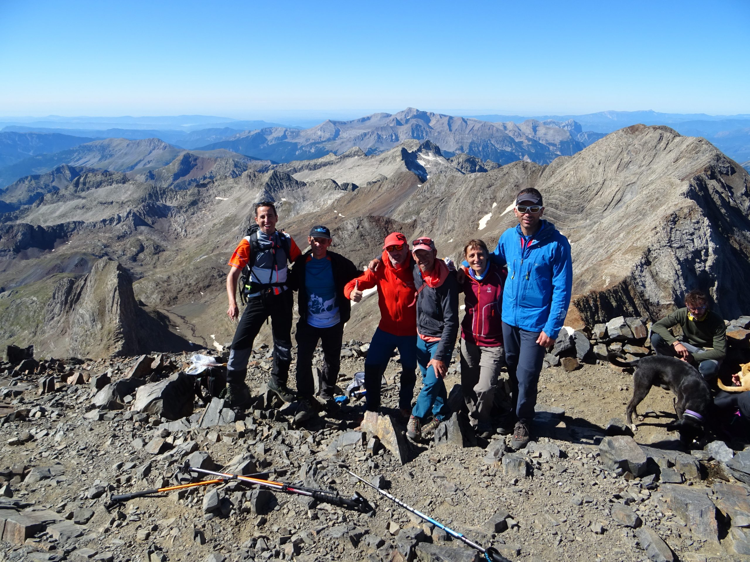 Ascenso al Posets. Trekking de los Tres Refugios. Pirineo Aragonés
