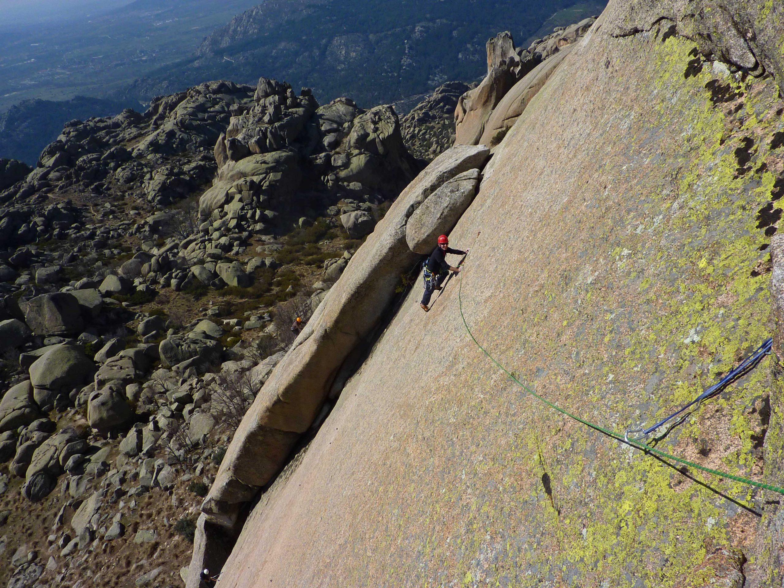 Curso de escalada en roca, nivel 2 (vías de varios largos equipadas). Madrid