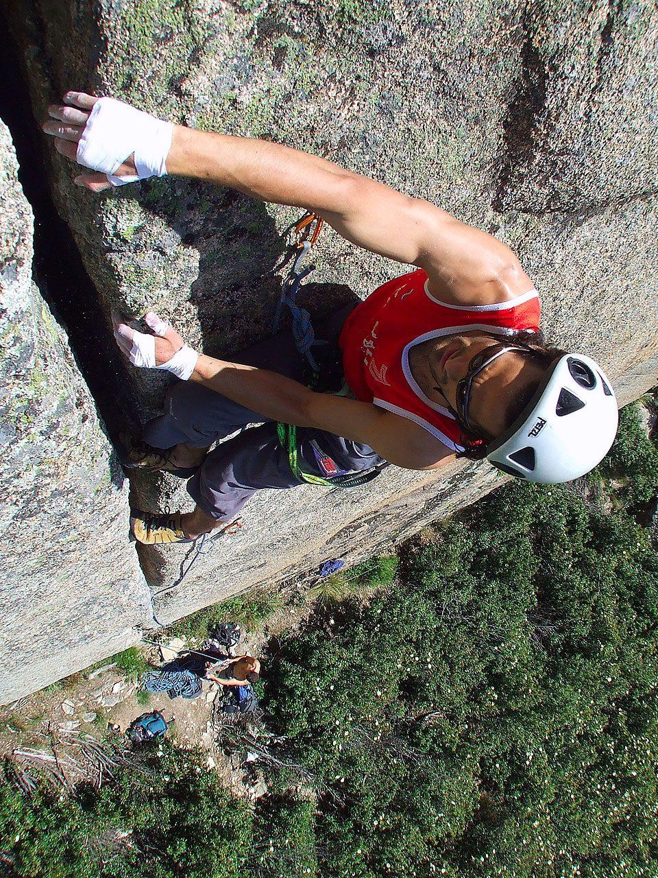 Curso de escalada en roca, nivel 4 (fisuras, diedros y chimeneas). Madrid